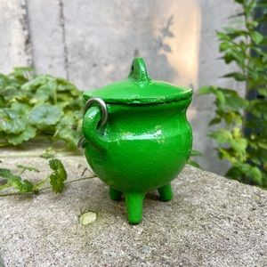NEW Green Cast Iron Mini Cauldron Witch